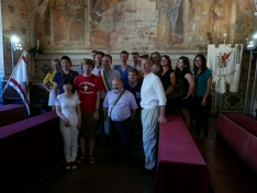 <p>James Timberlake with the workshop students and Alessandro Furiesi in the Great Council Room of the Palazzo dei Priori<br> Photo Credit: Jan Slyk</p>
