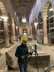 Scanning the nave of the Cathedral of Santa Maria Assunta